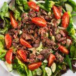 Изысканный салат из куриной печени с овощами