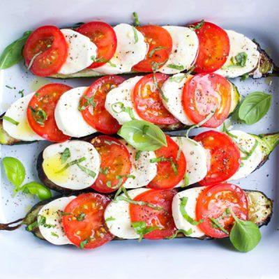 Овощная закуска или любимый салат Капрезе на жареных баклажанах - рецепт с фото