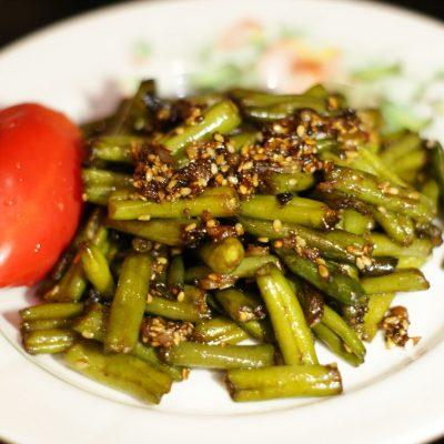 Жаренная стручковая фасоль с кунжутом - рецепт с фото