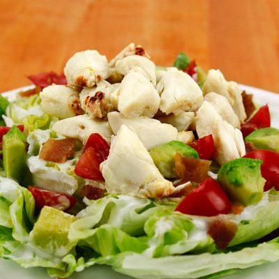 Праздничный салат из крабов, черри и авокадо - рецепт с фото
