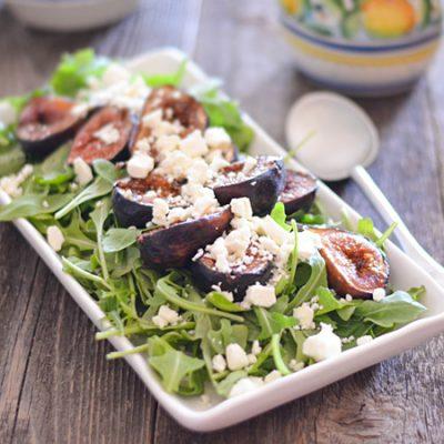 Салат из рукколы, инжира и домашнего козьего сыра - рецепт с фото