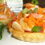 Праздничные тарталетки с салатом из крабов