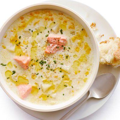 «Зимний» суп из лосося, кукурузы со сливками - рецепт с фото
