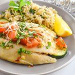 Запечённая рыба с рисом и овощами