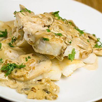 Запечённая рыба с шампиньонами по-французски - рецепт с фото