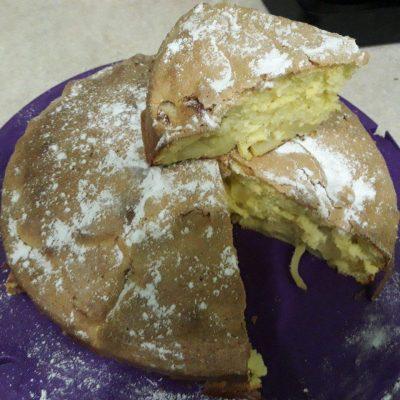Фото рецепта - Заливной воздушный яблочный пирог - шаг 4