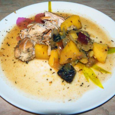 Курица с яблоками - рецепт с фото