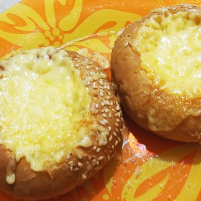 Яичница в булочках - рецепт с фото