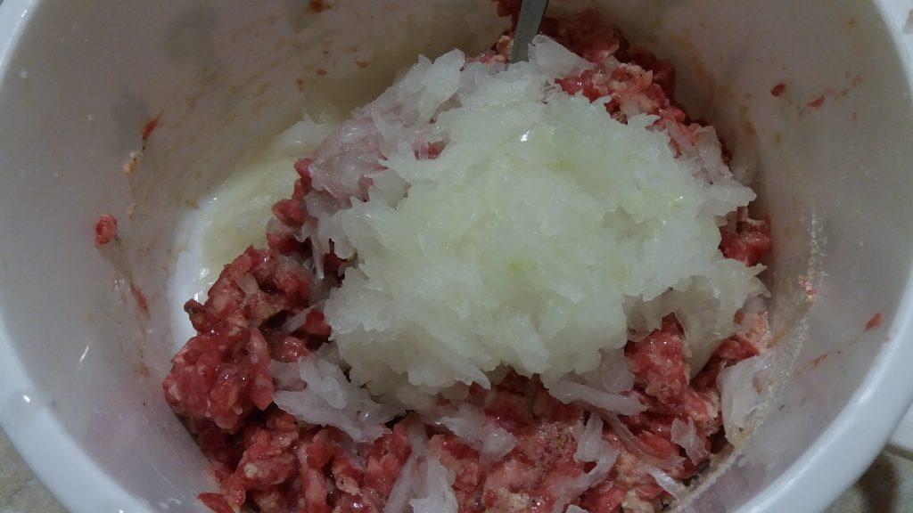 Фото рецепта - Вкусные котлетки из мяса бычков - шаг 2