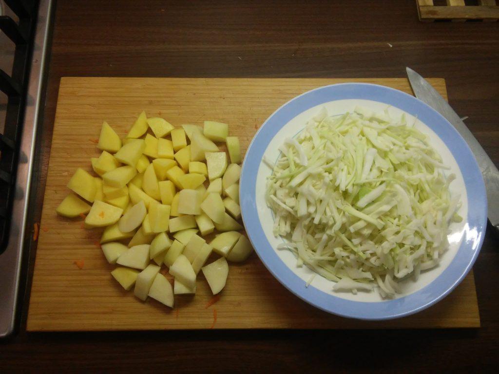 Фото рецепта - Овощное рагу из капусты и картофеля - шаг 5