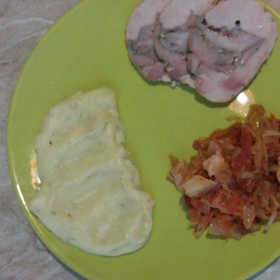 Фото рецепта - Тушеная квашеная капуста с куриной грудкой - шаг 4