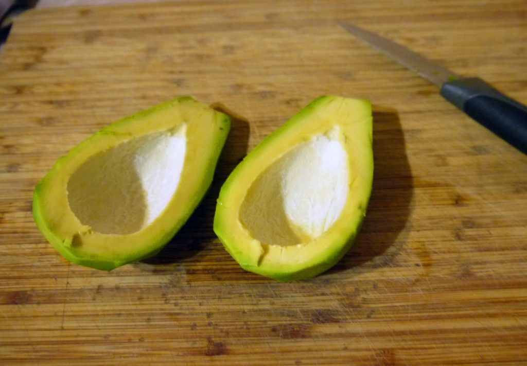 Фото рецепта - Оладьи из авокадо с семгой и сыром - шаг 1