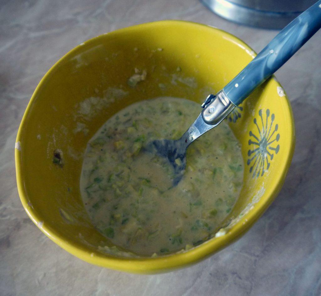 Фото рецепта - Оладьи из авокадо с семгой и сыром - шаг 7