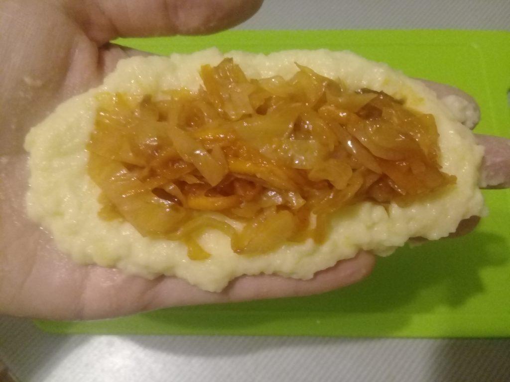 Фото рецепта - Картофельные пирожки с капустой - шаг 5
