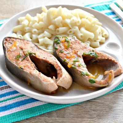 Горбуша под овощным маринадом на сковороде - рецепт с фото