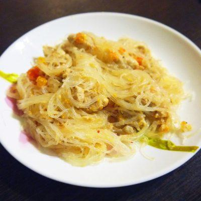 Мясной салат с фунчозой - рецепт с фото