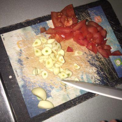 Фото рецепта - Филе индейки с чесноком, в подливе с картофелем - шаг 2