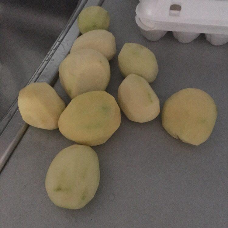 Фото рецепта - Жареная золотистая картошка с луком - шаг 1
