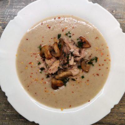 Грибной суп-пюре на курином бульоне - рецепт с фото