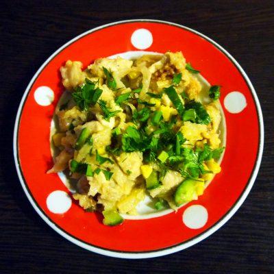 Теплый салат из курицы и ананасов - рецепт с фото