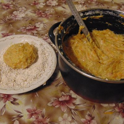 Фото рецепта - Котлеты из индейки с овощами - шаг 8