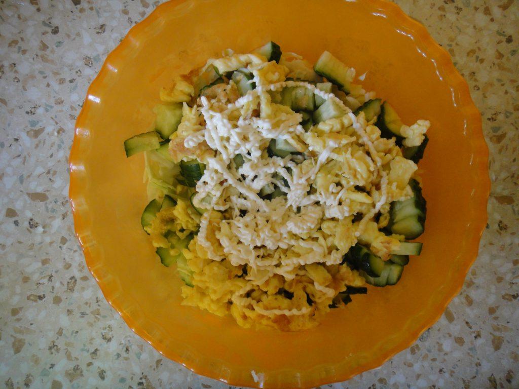 Фото рецепта - Тёплый салат с сухариками - шаг 5