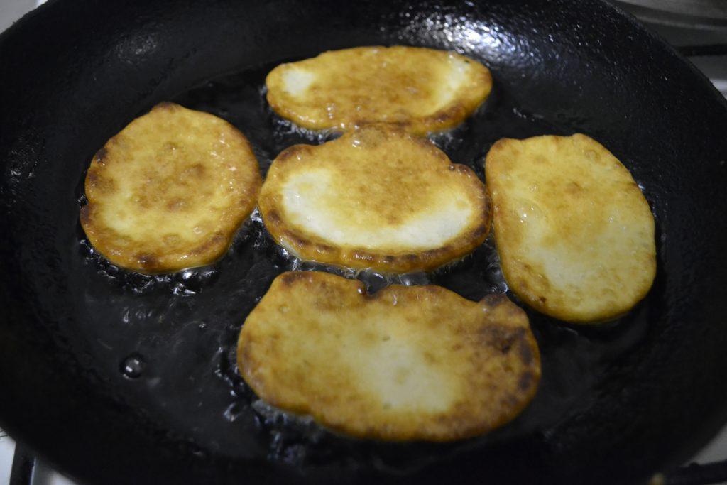 Фото рецепта - Вкусные оладьи на кефире - шаг 4