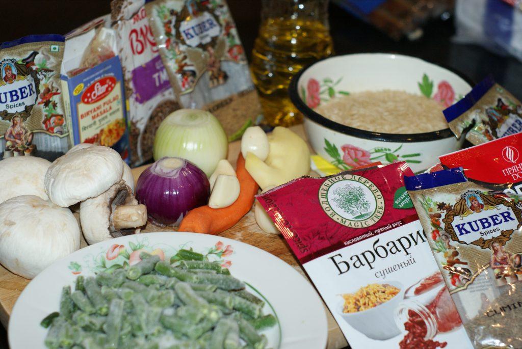 Фото рецепта - Ароматный Бирияни из риса с грибами и фасолью - шаг 1