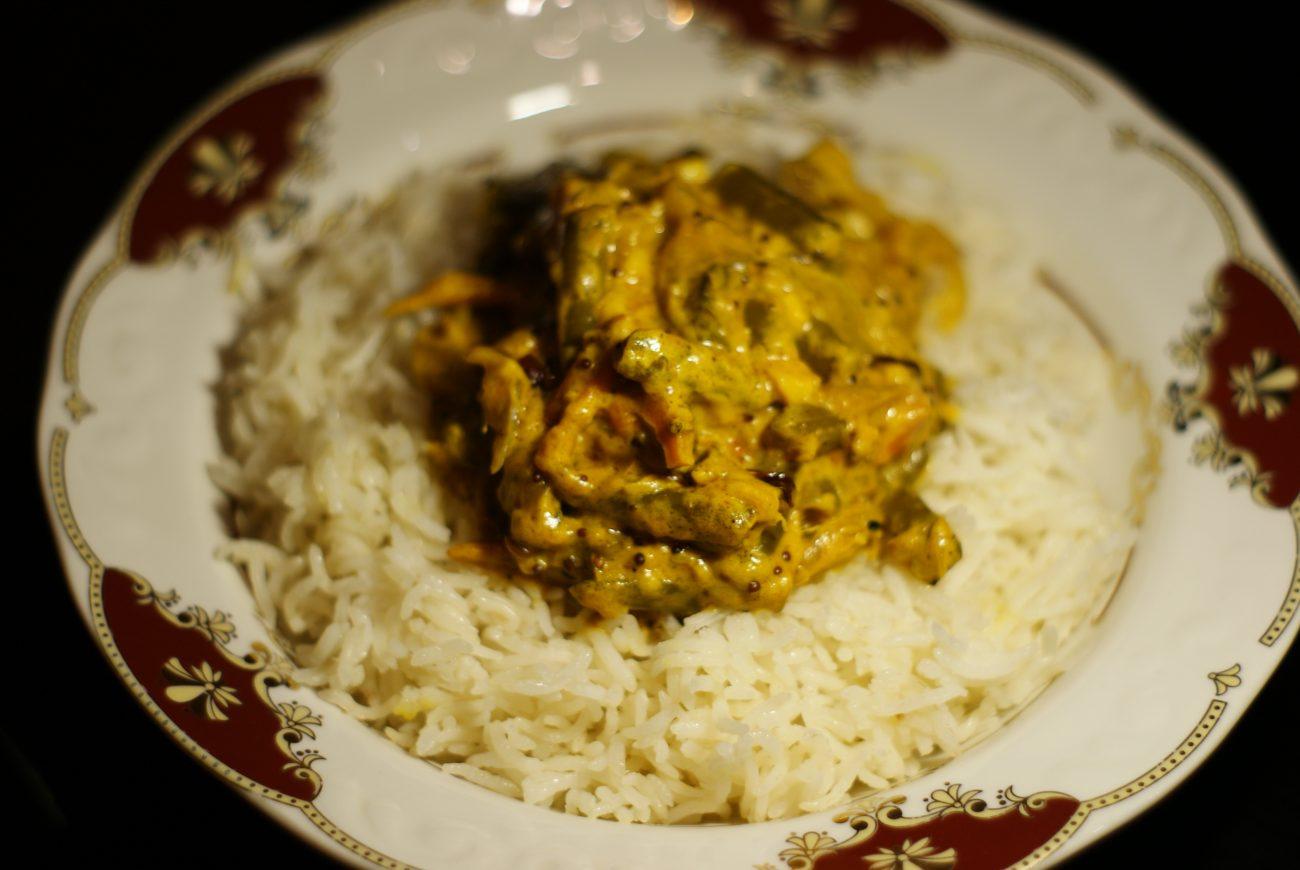 Ароматный Бирияни из риса с грибами и фасолью