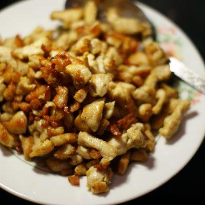 Фото рецепта - Домашняя шаурма с овощами и курицей - шаг 2