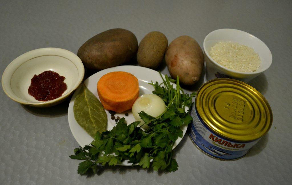 Фото рецепта - Суп с килькой в томатном соусе или уха по-быстрому - шаг 1