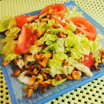 Оригинальный салат с лисичками - рецепт с фото