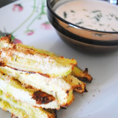 Стриксы из кабачков с йогуртовым соусом - рецепт с фото