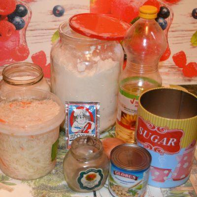 Фото рецепта - Постный пирог с квашеной капустой и грибами - шаг 1