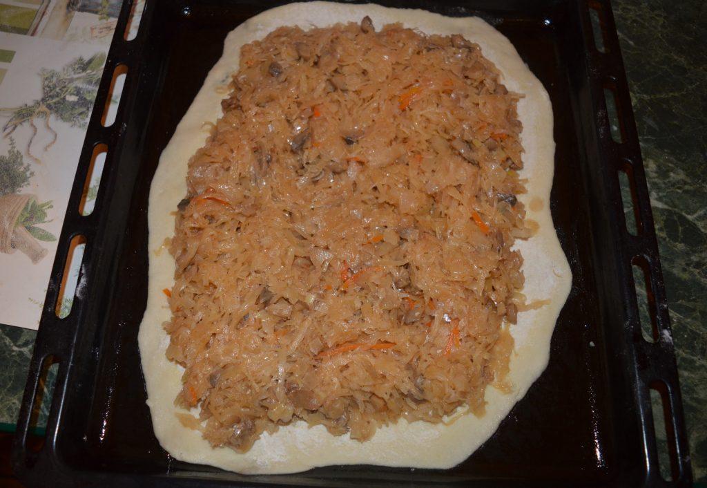 Фото рецепта - Постный пирог с квашеной капустой и грибами - шаг 8