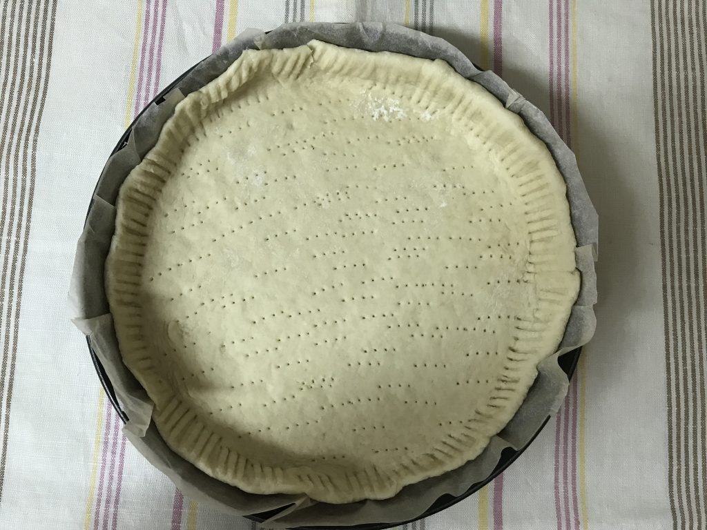 Фото рецепта - Заливной пирог со сливами - шаг 3