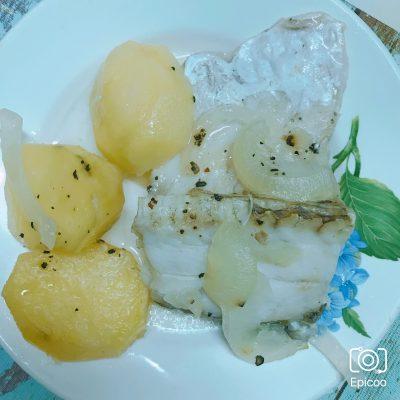 Судак запеченный с картофелем - рецепт с фото