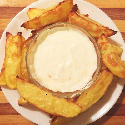 Картофель по-домашнему с соусом - рецепт с фото