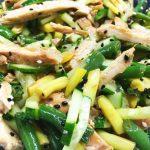 Салат из курицы и стручковой фасоли с заправкой из соевого соуса