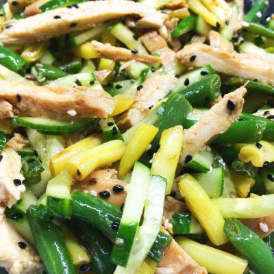 Салат из курицы и стручковой фасоли с заправкой из соевого соуса - рецепт с фото