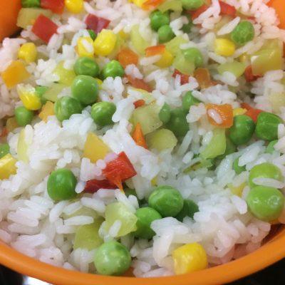 Фото рецепта - Салат из крабовых палочек в новом исполнении - шаг 1