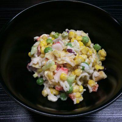 Салат из крабовых палочек в новом исполнении - рецепт с фото