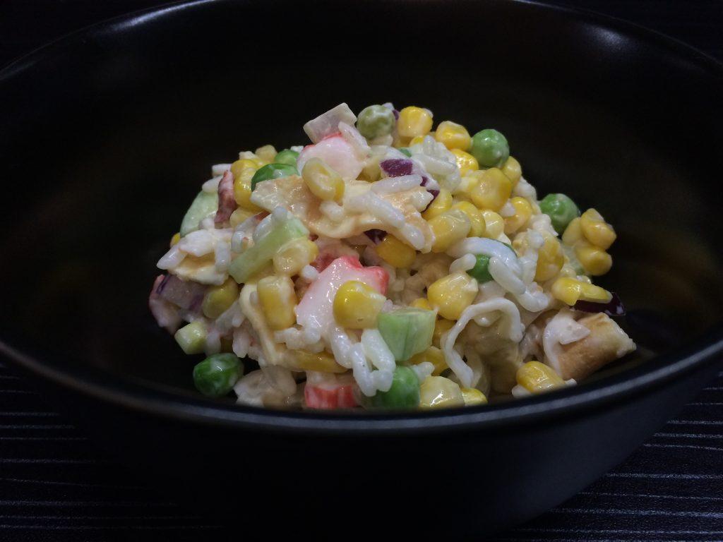 Фото рецепта - Салат из крабовых палочек в новом исполнении - шаг 4