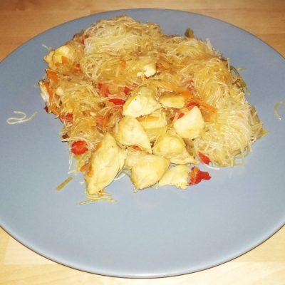 Фунчоза с курицей - рецепт с фото