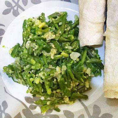 Спаржевая фасоль с сыром под сметанно-ореховым соусом - рецепт с фото