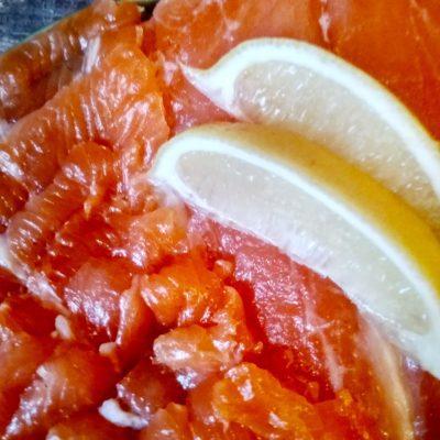 Соленая семга в меду - рецепт с фото