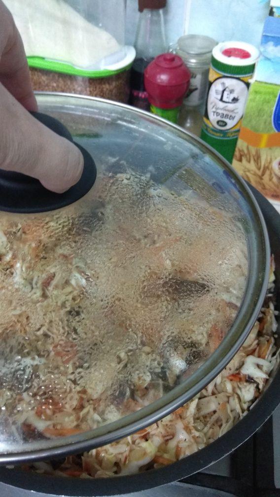 Фото рецепта - Постная кухня — тушеная капуста с грибами - шаг 7