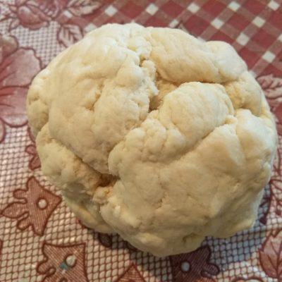 Фото рецепта - Киш с колбасой, щавелём и сыром с плесенью - шаг 1