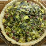 Фото рецепта - Киш с колбасой, щавелём и сыром с плесенью - шаг 6