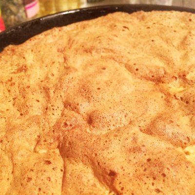 Шарлотка с яблоками традиционная - рецепт с фото